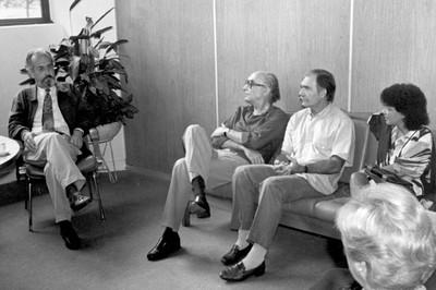 José Saramago em reunião com Carlos Guilherme Mota em 11 de março de 1987