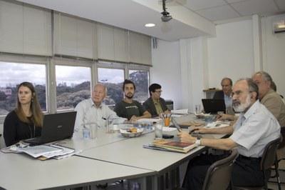 a partir da esquerda Fátima Moreno, Sedi Hirano, Tomás Costa de Azevedo Marques, Marilda Gifalli, Martin Grossmann, Carlos Roberto Ferreira Brandão e Guilherme Ary Plonski