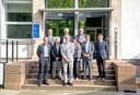 A partir da esquerda, ao fundo Carsten Dose, Hermann Grabert, Till Roenneberg, na fente a partir da esquerda, Bernd Kortmann, Takao Kondo, Martin Grossmann, Regina Pekelmann Markus, Takaho Ando e Dapeng Cai
