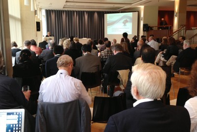 Janis Sarra faz a abertura da conferência