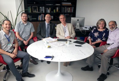 a partir da esquerda, Rafael Borsanelli, Richard Meckien, Malcolm Press, Martin Grossmann, Sue Gilligan e Guilherme Ari Plonsky